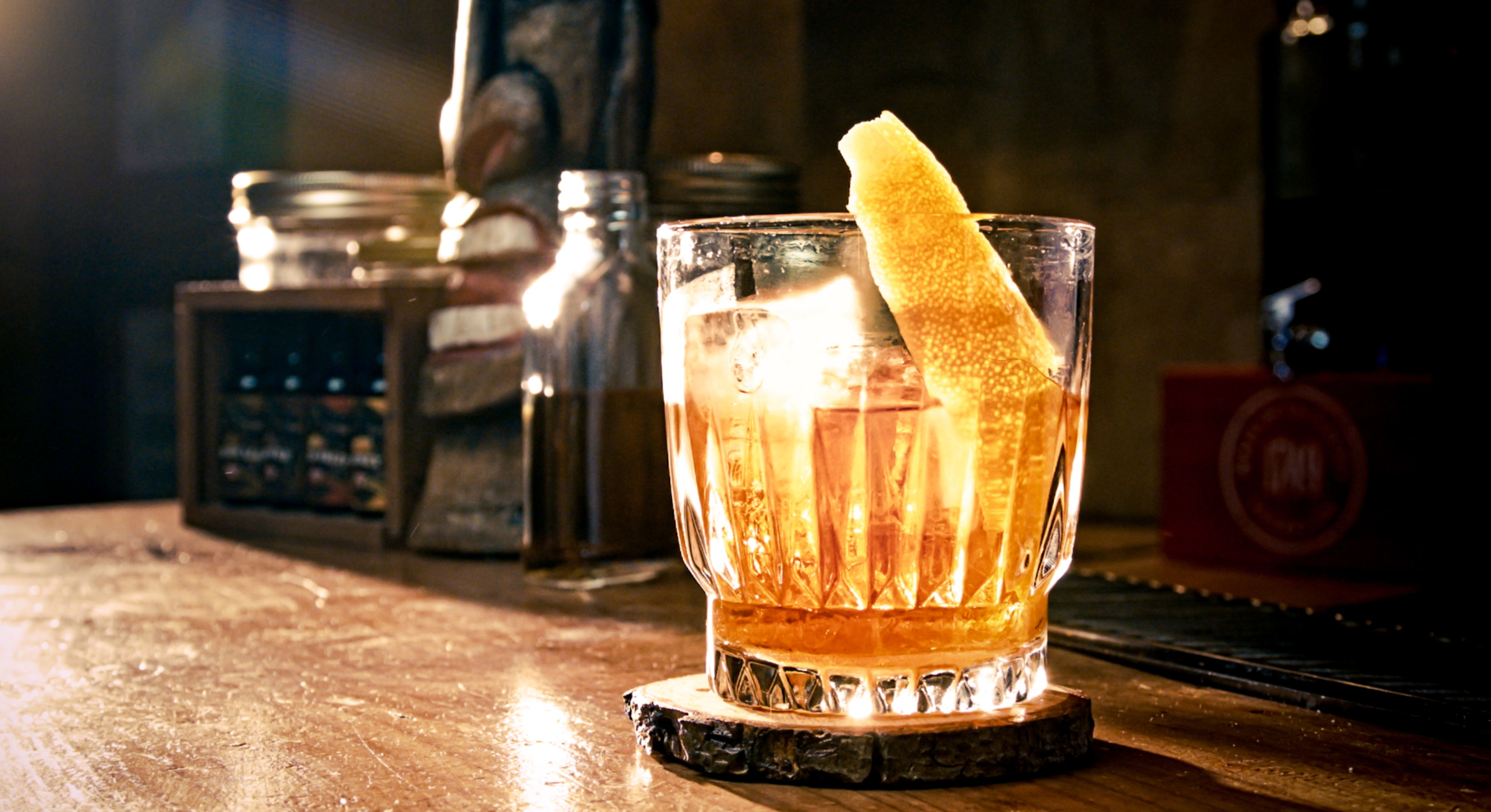 Whiskey old fashioned press 68